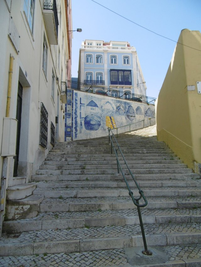 Modern Portuguese tile art (the 2nd set of steps)