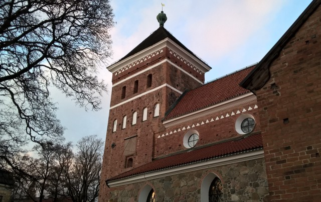 The (partly) granite church was first mentioned in 1302 and to distinguish it frrm its near neighbour, the cathedral, it was called Bondkyrko - the peasants' church.